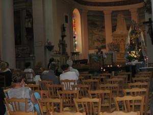 Prestation dans l'église . Un pur moment de bonheur