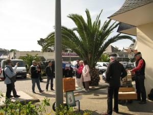 Sur le marché d'Erquy  même avec des palmiers