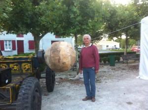 Lors de cette manifestation sera tourné une sphère , la plus grosse qui figurera sur le livre des reccords