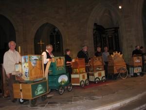 Un concert dans la cathédrale de Sarlat qui a été suivi et apprécié par plus de 300 personnes. Nous étions 5 orgues ( 4 constructions amateurs et cartons arrangeurs amateur et 1 orgue professionnel) En toute objectivité les productions amateurs étaient certainement les meilleures